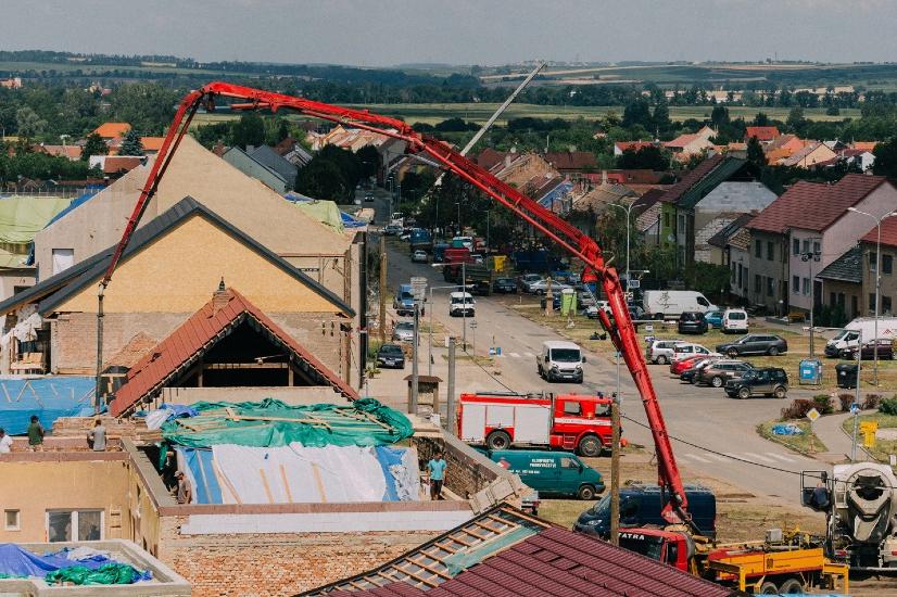 Demoliční práce v obcích po tornádu vrcholí